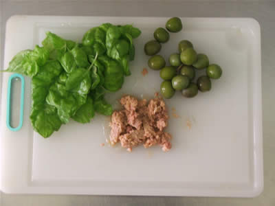 Tonno, olive e basilico