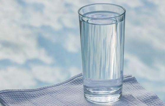 Bere l'acqua del rubinetto