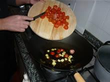 Pomodori datterini tagliati a pezzetti