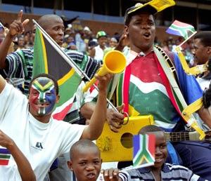 Tifosi sudafricani con vuvuzelas