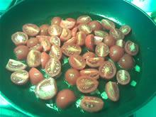 Pomodorini tagliati a metà