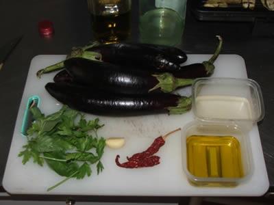Ingredienti per la preparazione delle melanzane alla piastra