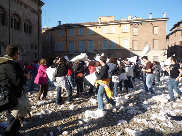 Flash Mob battaglia coi cuscini