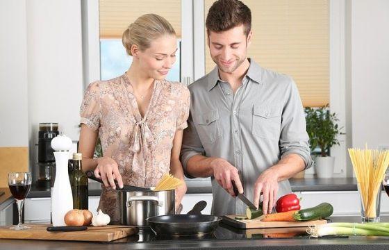 Seduzione in cucina - Sesso in cucina ...