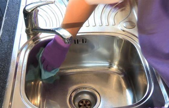 Come Pulire Il Lavandino In Acciaio.Come Pulire L Acciaio Della Cucina Con Prodotti Naturali