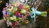 Bouquet da sposa con fiori di campo