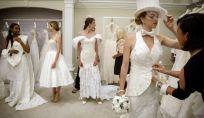 Abiti da sposa realizzati con carta igienica