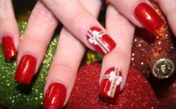 10 Nail art di Natale: colorate e a tema