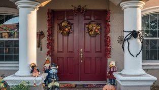 Zucche, corvi neri e fantasmini: le più belle decorazioni di Halloween da esterno!