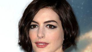 Copia il beauty look dell'icona Anne Hathaway