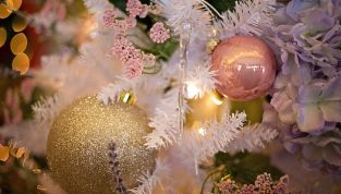 Addobbi di Natale rosa cipria, per un Natale glamour!
