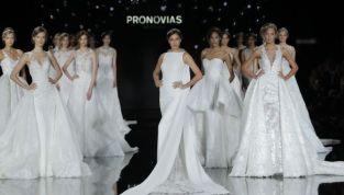 Abiti da sposa Pronovias 2017: opere d'arte in passerella