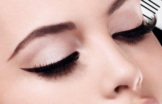 Consigli su come mettere l'eyeliner