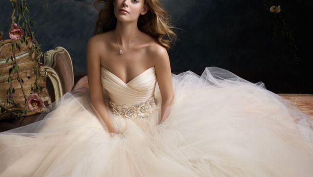 Tessuti perfetti per abiti da sposa, istruzioni per l'uso