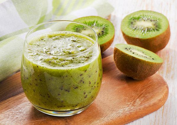 Kiwi e fragole, salute nel bicchiere