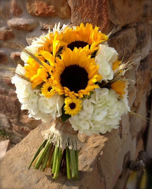 Matrimonio Girasoli E Rose Bianche : Bouquet con girasoli idee da cui prendere spunto