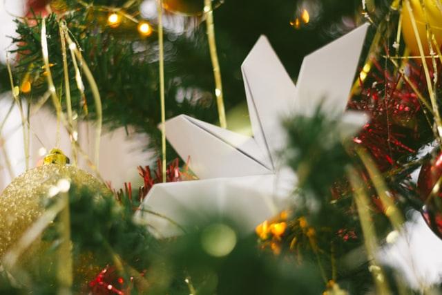 Alberi di Natale di carta per arredare la casa in modo originale
