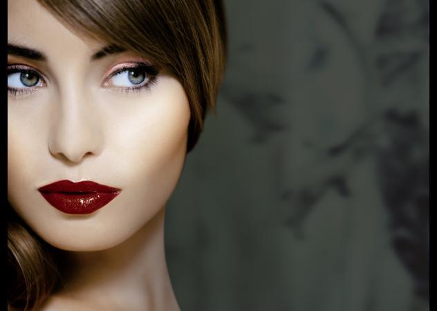 5 make up di Natale con rossetto scuro da sfoggiare durante feste!