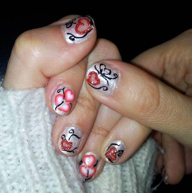Nail art di San Valentino riccoli