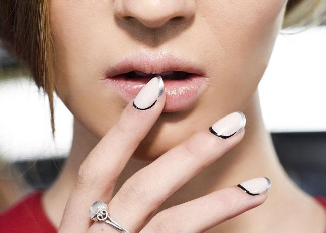 Cuticole nail art per l'estate