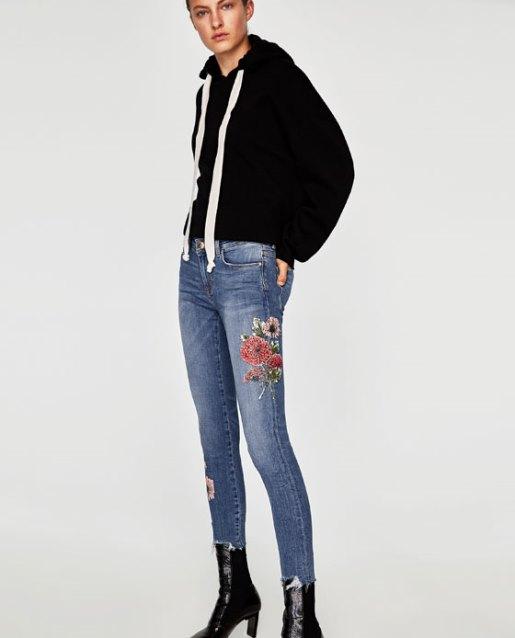 Jeans con ricamo Zara
