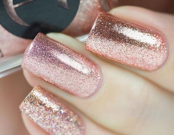 In primavera colora le unghie in gold rose!