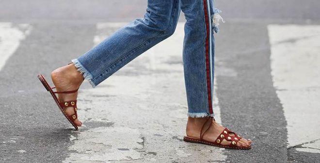 Sandali flat 2018: i modelli da non perdere questa estate