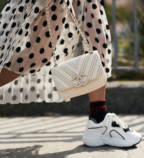 Bon ton outfit con ugly sneakers