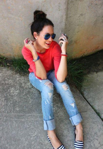Maglia corallo e jeans