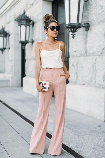 Top bianco e pantalone rosa