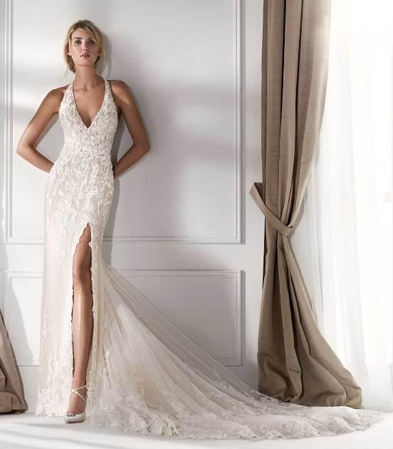 Nicole Spose abito ricamato con spacco