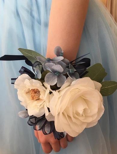 Con fiori di seta