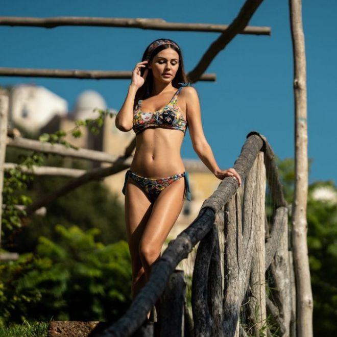 Hamalfité, bikini brassiere