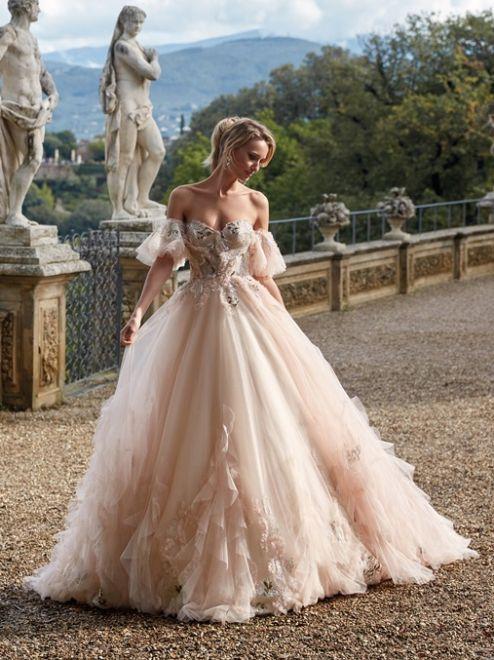 Nicole Milano, vestito da sposa rosa