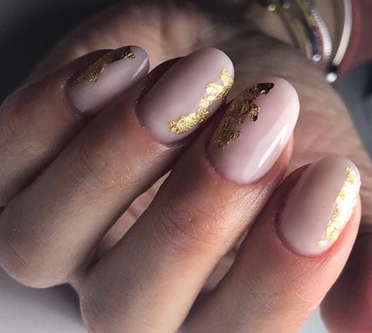 Nude e oro