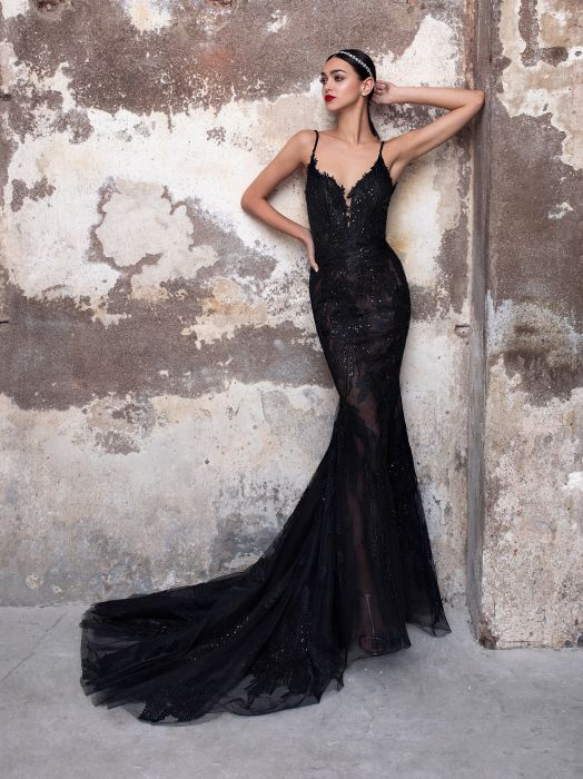 In the mercy of Interpret Cancel  Foto Abiti da sposa colore Nero